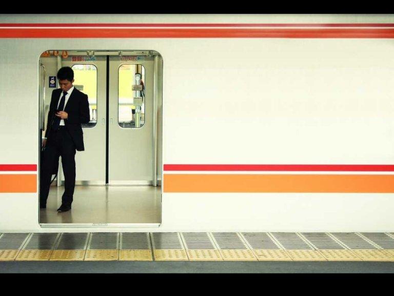 businessman-tokyo-subway-10